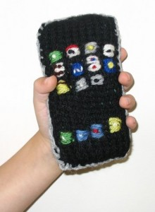 Handknit iPhone from daddytypes.com